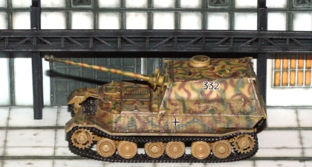 Panzer Elefant w/Zimmerit + Diorama Fabrik - Ready for the Front 1943