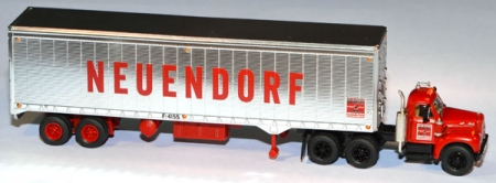 Mack B Truck Tractor with 40` Trailer Neuendorf rot