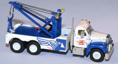 Mack B Tow Truck Flying A Towing weiß