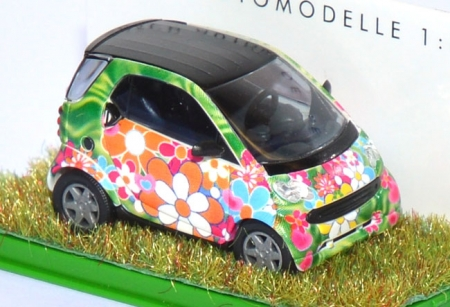 Smart City Coupé Fortwo Flowers mit Rasen 48992
