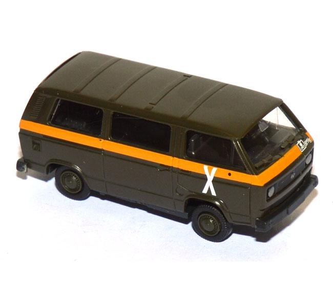 shop f r gebrauchte modellautos vw t3 bus follow me bw milit r gr n. Black Bedroom Furniture Sets. Home Design Ideas